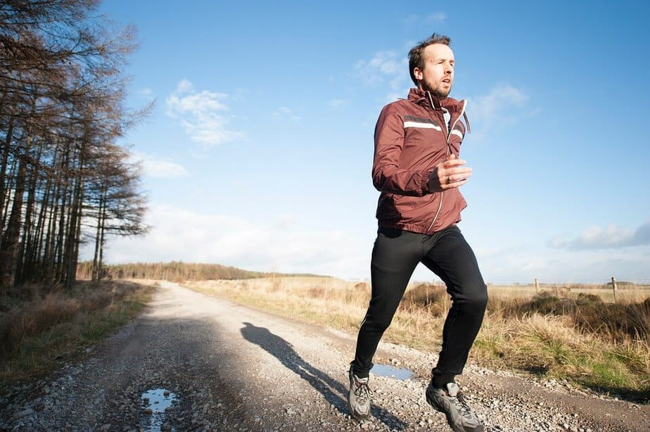 Guy Jogging help tight hip flexors